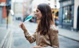 法国第一款蓝色葡萄酒即将上市发售