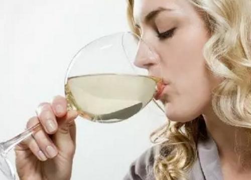 红葡萄酒比白葡萄酒更好?你一定不知道白葡萄酒还能这样