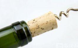 红酒怎么开?正确开瓶的方法?没有开瓶器又该怎么开?