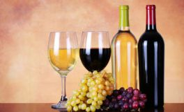白葡萄酒和红葡萄酒的区别,只是因为颜色不同吗?