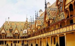 伯恩济贫院(Hospices de Beaune)