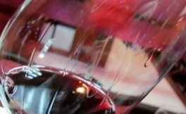 红酒挂杯到底能不能说明是好酒?