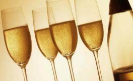 香槟酒是什么酒?香槟酒是什么做的?