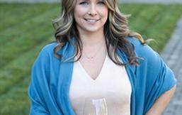 Angela Smith担任乔丹酒庄的区域销售总监
