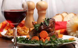 红葡萄酒配什么吃才好呢?