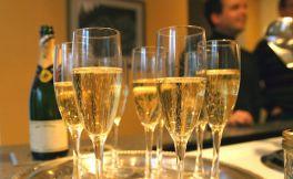 2017年全球香槟销售量只有3.076亿瓶