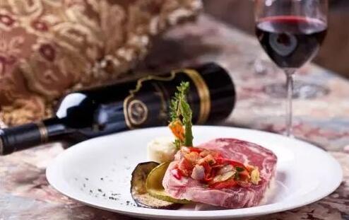 葡萄酒配牛肉:经典的搭配方法,不一样的味道!