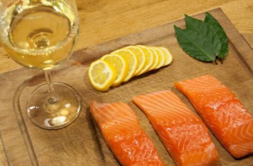 白葡萄酒配什么吃比较适合?