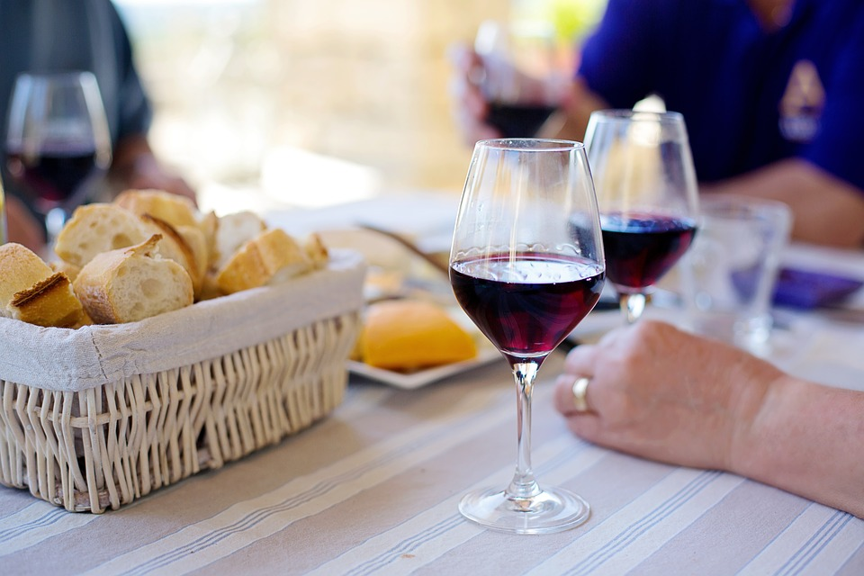 红酒已经普及了,再不学学怎么喝葡萄酒就晚了!