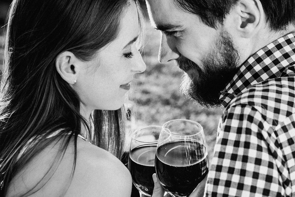 口红是女人的春药,酒是男人的江湖