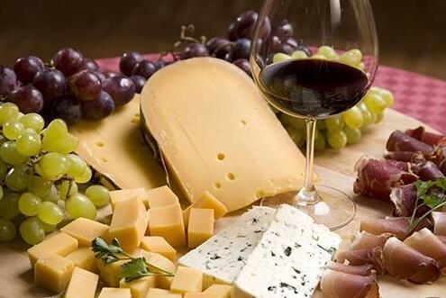 葡萄酒搭配食物有什么技巧?