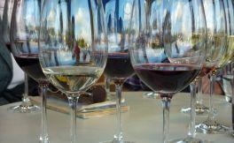 造假频发︱意大利警方查处410万升假冒高档葡萄酒