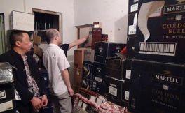 新疆,四川警方联手打掉销售假酒的犯罪团伙,涉案金额高达700多万元