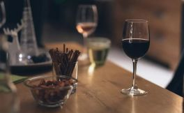 美国最新研究表明:想活到90岁,喝酒比运动管用?