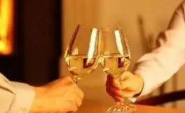 """进口葡萄酒价格""""贵"""" 是什么原因呢?"""