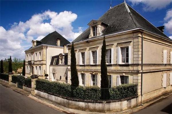 法国贝纳德酒庄,与其他著名酒庄相邻