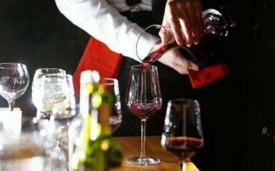 红酒倒酒知识 为什么红酒不能倒满?
