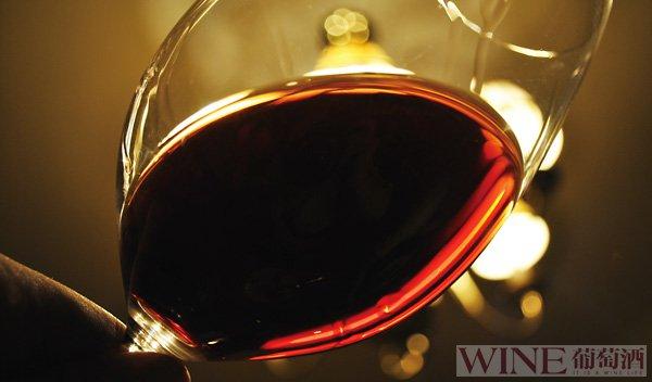 葡萄酒的颜色由什么决定