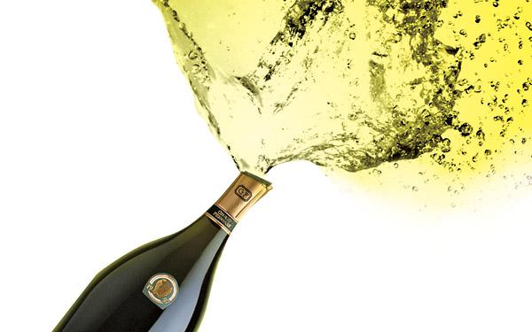 哪种姿势开香槟更正确
