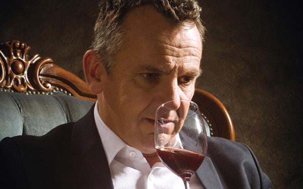 品葡萄酒前,先让眼睛享受下