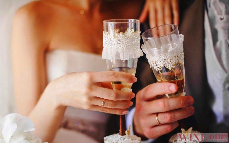 红酒跟爱情一样浪漫温馨