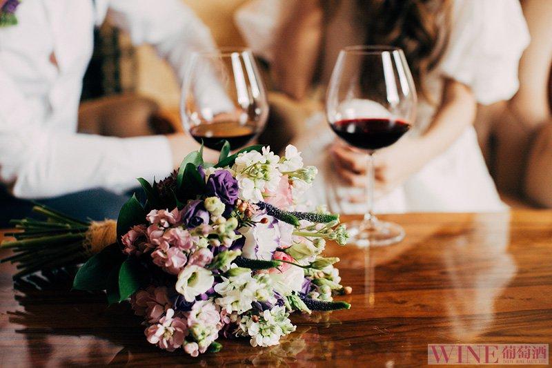 情人节不但要玫瑰,还要备好葡萄酒哦!