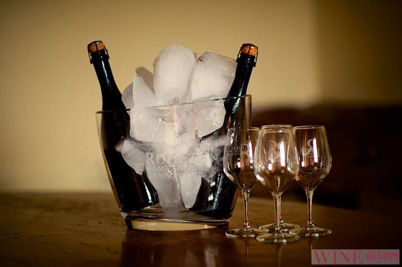 最简单易懂的葡萄酒开瓶方法,你学会了吗?