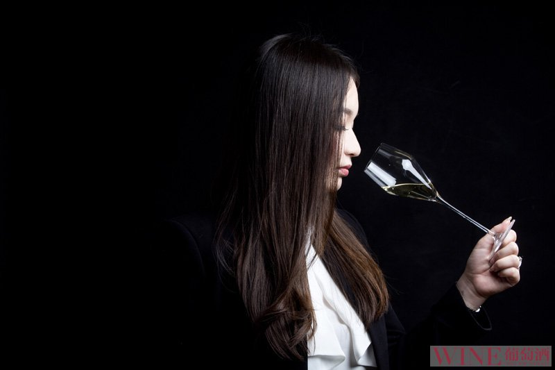 干邑与葡萄酒的品鉴方式有什么不同?