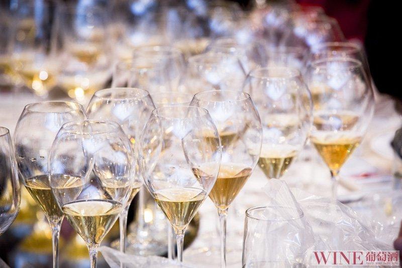 这种用风干的葡萄酿造的酒,你了解它吗?