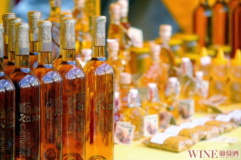 与葡萄酒的亲密接触应该怎么做呢