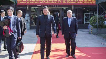 德威堡头条|热烈欢迎哥伦比亚前总统帕斯特拉纳阁下莅临德威堡