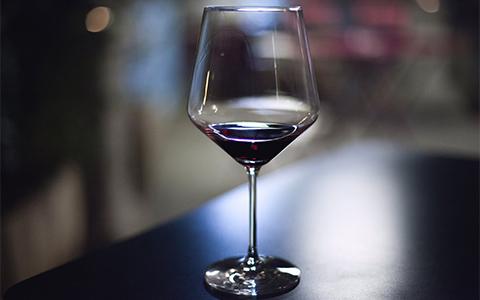 一位葡萄酒大师休强生的故事