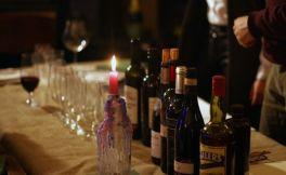 使用葡萄酒和旧酒瓶的12种不同寻常的方法