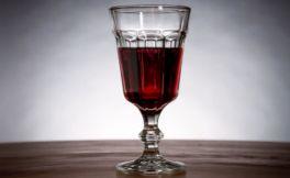 为什么女人睡前喝一杯红酒呢?
