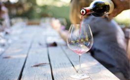 红酒和白酒哪个收藏得比较久一些?