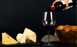 唐英年喜欢珍藏红酒吗?