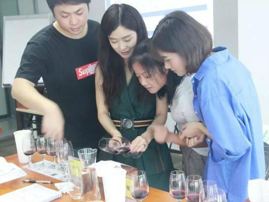德斯汀安 ·中山 | 3月29-31日,WSET第二级葡萄酒与烈酒认证课程火热报名中!