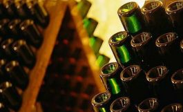 葡萄酒瓶底的小酒窝,原来有这三个用途?长知识了......