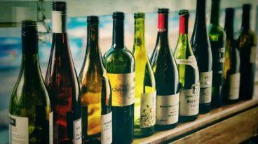 西班牙卡卢酒堡与厦门大学深圳研究院联合举办的葡萄酒品酒师培训班走进温州