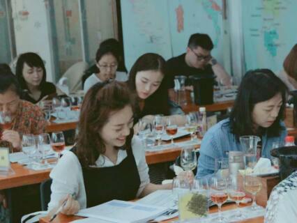 德斯汀安 ·广州| 12月22日,IWEC国际初级葡萄酒品酒师认证课程报名进行时!