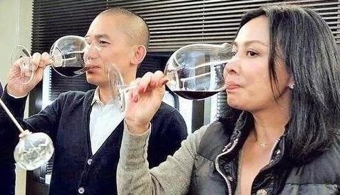 最好的爱情就是,能一起喝杯酒