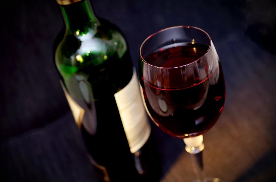 过期的葡萄酒不要丢?面膜泡澡都可以