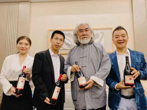 雷盛紅酒董事長荊濤到訪葡巢酒業集團洽談合作